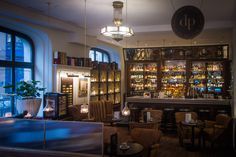 Looking for a calm and relaxing atmosphere? Try out our comfortable whisky bar and have a seat.