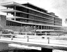 Escuela de Ingenieros (durante la construcción), UNAM, Cuidad Universitaria, México DF 1952Arqs. Francisco J. Serrano, Luis MacGregor y Fernando PinedaSchool of Engineering (during construction), Cuidad Universitaria (UNAM Mexico City 1952