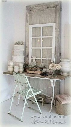 muted colors, wood and white metal. combination of textures Estilo Shabby Chic, Vintage Shabby Chic, Vintage Decor, Shabby Cottage, Cottage Chic, Jeanne D'arc Living, Shutter Decor, Fru Fru, Country Interior