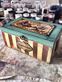 Mixed media Decoupage Wood, Decoupage Vintage, Altered Cigar Boxes, Painted Jewelry Boxes, Bottle Box, How To Make Paint, Pretty Box, Craft Bags, Vintage Box