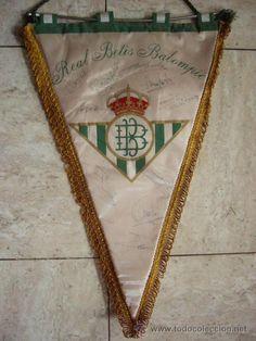 BANDERIN DE GRAN TAMAÑO REAL BETIS BALOMPIE.  FIRMADO POR LOS JUGADORES.  AÑOS 70 - 80.    BANDERIN OF GREAT ROYAL SIZE BETIS BALOMPIE. SIGNED BY THE PLAYERS.