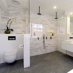 I like the clear doors and how the flooring is the same throughout the bathroom. Walk in/ no step up.