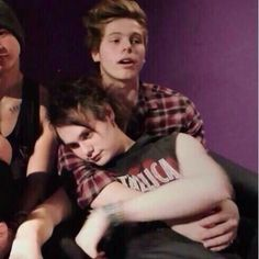 """Imagine: """"He misses y/n and all he wants is a cuddle"""" (c) @5SOS_Imagining"""