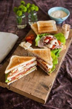 Classic club sandwich for the monthly mingle American theme. Classic club sandwich for the monthly mingle American theme. Healthy Sandwiches, Wrap Sandwiches, Lunch Snacks, Food Porn, Yummy Food, Tasty, Bagels, Love Food, Brunch