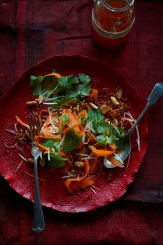 Green papaya salad with spicy lime dressing Papaye verte Healthy Soup, Healthy Eating, Green Papaya Salad, Lime Dressing, Salad Dressing, Asian Recipes, Ethnic Recipes, Soup And Salad, Food Photography