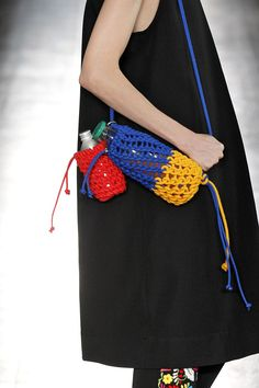 Spring 2017 Bag Trends From Runway - Best Spring and Summer Handbags Summer Handbags, Summer Bags, Spring Summer, Mk Handbags, Knit Fashion, Fashion Bags, Textiles, Knitting Accessories, Fashion Accessories