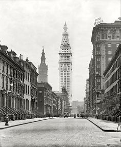 New York circa 1909. Madison Avenue and the Metropolitan Life Insurance Company tower, which was for a couple of years, the tallest building in the world