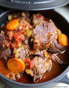 Braised beef cheeks in red wine - apéro - Meat Recipes Greek Recipes, Meat Recipes, Cooking Recipes, French Recipes, Slow Cooking, Healthy Dinner Recipes, Snack Recipes, Beef Cheeks, My Best Recipe