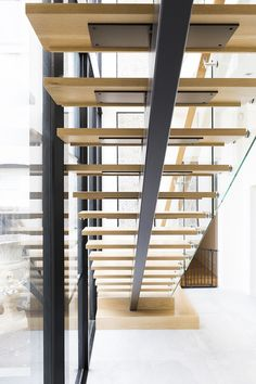 wood stairs would love to replace my stairs with these! wood stairs would love to replace my stairs with these! Steel Stairs Design, Stair Railing Design, Home Stairs Design, Interior Stairs, Railings, Stairs Window, Glass Stairs, Floating Stairs, House Stairs