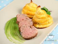 Muschiulet de porc cu piure de mazare si rozete de cartofi