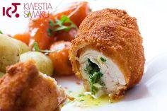 Kurczak de volaille - nadziewany masłem z czosnkiem, natką pietruszki i szczypiorkiem, smażony w głębokim oleju.