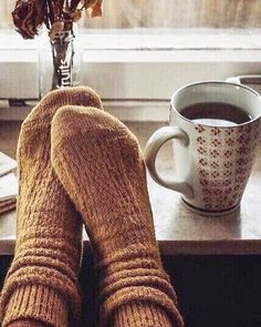 Find images and videos about coffee, autumn and fall on We Heart It - the app to get lost in what you love. Cozy Aesthetic, Autumn Aesthetic, Photo Pour Instagram, Instagram Story, Look 80s, Pause Café, Autumn Cozy, Cosy Winter, Autumn Morning