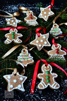 Merry Christmas, Christmas Ornaments, Gingerbread Cookies, Holiday Decor, Cooking, Desserts, Blog, Sweet Treats, Merry Little Christmas