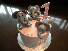 Elephant cake toppers. Hmm I would like to try this for Madilynn's 3rd birthday!