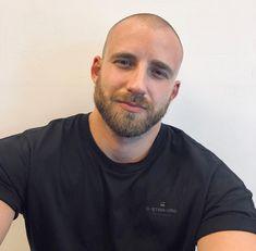buzzcut barbershop long hair and lack of hair. Scruffy Men, Hairy Men, Bearded Men, Bald Men With Beards, Bald With Beard, Beautiful Men Faces, Gorgeous Men, Shaved Head With Beard, Bald Men Style