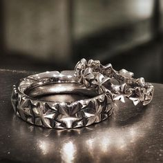 LONE ONES . Infinity Star Ring . Nebula Ring . ロンワンズ青山 〒150-0001 東京都渋谷区神宮前3-6-1 TEL:03-5785-0766 OPEN 12:00 - CLOSE 20:00 LONEONES FLAGSHIP SHOP