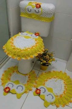 ideas for crochet seat toilet cover Crochet Owls, Crochet Animals, Crochet Doilies, Crochet Flowers, Crochet Kitchen, Crochet Home, Crochet Crafts, Crochet Projects, Owl Patterns