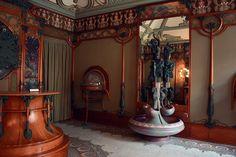 Musée Carnavalet, Paris, and the Bijouterie of George Fouquet: Art Nouveau interior of George Fouquet's Jewelry shop in the museum Alphonse Mucha, Art Nouveau Interior, Musee Carnavalet, Streamline Moderne, Art Nouveau Jewelry, Diy Wedding Decorations, Furniture Styles, Beautiful Interiors, Architecture Design
