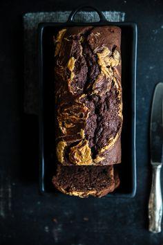 Schokoladen Bananenbrot mit Erdnussbutter Swirl