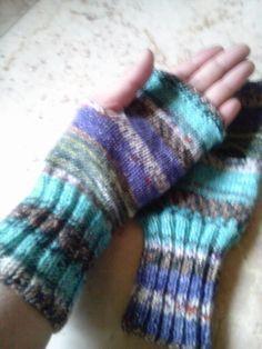 ハンドウォーマーの作り方 編み物 編み物・手芸・ソーイング 作品カテゴリ アトリエ Wrist Warmers, Hand Warmers, Fingerless Gloves, Mittens, Diy And Crafts, Hand Crafts, Knit Crochet, Knitting, Handmade
