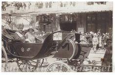 MS Regele Ferdinand I și nora sa, Regina Mamă Elena, în trăsura regală. Descendants, Edinburgh, Romania, Country, Classic, Lamb, Photography, Vintage, Grey