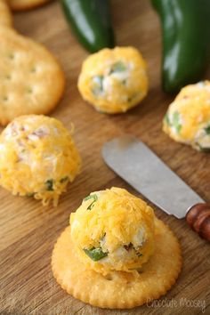 What party isn't complete without cheese, bacon, and spice? Mini Jalapeno Popper Cheese Ball Bites are spicy little appetizers perfect for entertaining. Finger Food Appetizers, Yummy Appetizers, Appetizers For Party, Finger Foods, Appetizer Recipes, One Bite Appetizers, Antipasto, Cheese Ball, Cheese Bites