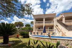 VILLA LAS OLAS Beautiful semi-detached villa next to the beach in the calm bay of Aucanada. Ideal for families and couples.