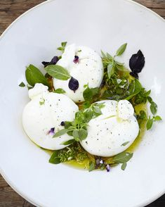 Burrata is a fresh Italian cheese made from mozzarella and cream) Mozzarella, Cheese Appetizers, Appetizer Recipes, Vegetarian Recipes, Cooking Recipes, Healthy Recipes, Buratta Cheese, Italian Cheese, Food Presentation