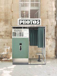 Depuis 13 ans, nous restaurons et remettons en service les tout derniers photomatons argentiques d'époque à Paris, Arles et Prague.  #fotoautomat #photomaton #vintage #argentique #analog #photobooth #retro #centquatre Outdoor Cinema, France, Summer Aesthetic, Service, Future House, Photo Booth, Photo Art, Mall, Artsy