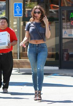 kelly brook in crop top and jeans  dreaming of a body like hers.... :-