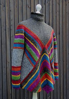 Pulloncho pattern available only on German check ravelry for different views as inspiration to make something similar Knitting Designs, Knitting Projects, Knitting Patterns, Ravelry, Knitwear Fashion, Cardigan Pattern, Knitted Poncho, Donegal, Pulls