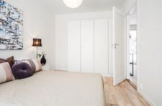 (4) Rødsåsen - Nytt og moderne enderekkehus med fantastisk beliggenhet i naturskjønne omgivelser nær Heggedal sentrum. Boligen er vesentlig oppgradert med tilvalg. | FINN.no Divider, Real Estate, Room, Furniture, Home Decor, Bedroom, Decoration Home, Room Decor, Real Estates