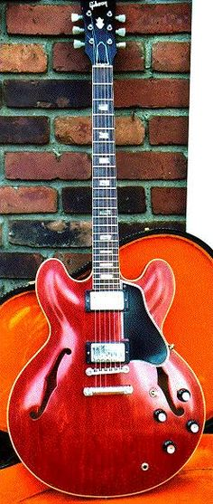 "1962 ES 335. a gibson ES 335 was the same type of guitar of BB kings ""lucille"" man this thing can sing"