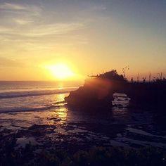"""Reposting @youmint_: Questa sera sono in #mood nostalgia """"on"""" e sto rivedendo le foto della mia vacanza a Bali. Vi regalo questo incredibile tramonto a Tanah Lot. Oggi stesso sguardo vista un po diversa ma tantè. Buona serata #Minters! #bali #tanahlotbeach #travel #summer #holiday #sunset #horizon #beautiful #lifestyle #mintstyle #sea #sun #sky #beach #mind #meditation #silence #peace #sound #waves #nature #love #smile #joy #happy #amazing #life #youmint"""