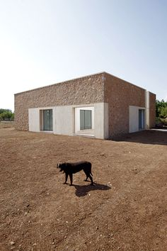 Within a plot of approximately 5000m2, exists a stone enclosure of around 12x4m. An enclosure made up of irregular thick stone walls. One of the façades is made of local sandstone; therefore, more fragile and thin, it is concentrated on all of the open...
