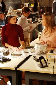 Alexis Bledel and Liza Weil in Gilmore Girls Rory Gilmore, Liza Weil, Gilmore Girls Fashion, Girls Tv Series, Team Logan, Glimore Girls, Alexis Bledel, Film Serie, Favorite Tv Shows