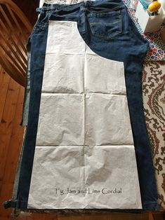 Oct 2019 - A quick post to share my denim apron pattern with you! These have been so popular that I scribbled the instructions into my journal so that I wouldn't lose them. The aprons can be sewn in any… Sewing Aprons, Dress Sewing Patterns, Sewing Clothes, Diy Clothes, Apron Patterns, Diy Jeans, Jeans Refashion, Recycle Jeans, Jean Crafts