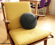 Fed rund hæklet pude Crochet Cushions, Home Comforts, Crochet Home, Floor Chair, Crochet Projects, Projects To Try, House Design, Quilts, Blanket