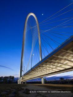 Margaret Hunt Hill Bridge / Santiago Calatrava