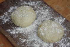 An easy homemade pizza dough recipe. How to make pizza dough at home.