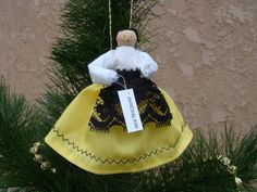 Switzerland clothespin doll ORNAMENT - white, yellow dress - ready to ship Metal Spring, Clothespin Dolls, Painted Sticks, Holly Leaf, Wooden Pegs, Yellow Fabric, Costume, Little Christmas, Craft Stick Crafts