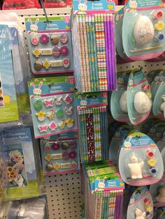 Dollar Tree Easter Basket Ideas Easter Basket goodies don't need to break the bank. I love finding fun things and yummy treats to put tree Easter basket ideas Dollar Tree Baskets, Dollar Tree Gifts, Boys Easter Basket, Easter Baskets, Holiday Baskets, Gift Baskets, Easter Crafts For Kids, Easter Gift, Easter Party