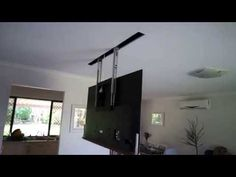 Guy makes a rig for his TV to come down trough the ceiling (X-post /r/somethingimade) Tv Hanging From Ceiling, Tv Ceiling Mount, Hanging Tv, Ceiling Tv, Drop Down Ceiling, Projector Wall, Projector Mount, Tv Escondida, Support Tv