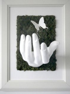 Artist Grows Moss Out Of Common Household Items, Creates Green Living Art Moss Wall Art, Moss Art, Flower Wall, Flower Vases, Moss Decor, Growing Moss, Succulent Wall Art, Arte Floral, Clay Art