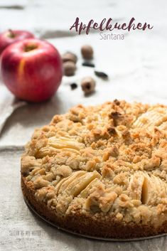 German apple cakes come in many varieties. This one is a cross between a crumb cake and a version called versunkener Apfelkuchen - sunken apple cake. Easy Vegan Cake Recipe, Delicious Cake Recipes, Vegan Dessert Recipes, Yummy Cakes, Streusel Cake, Streusel Topping, Seitan, Traditional German Food, German Apple Cake