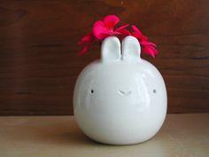 eep!  I want a cute chubby bunny vase!