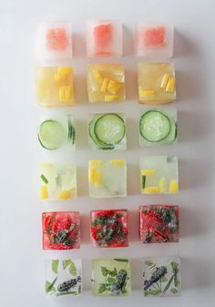 Flavored Ice Cubes Think water is boring. Check out some fun ways to punch up the flavor in your glass with these flavored ice cubes! Fruit Ice Cubes, Flavored Ice Cubes, Infused Water Recipes, Fruit Infused Water, New Fruit, Fresh Fruit, Lemonade Bar, Disneyland Food, Flavor Ice