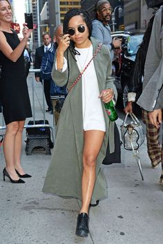 The Ultimate Celebrity Outfit Starter Kit #refinery29  http://www.refinery29.com/how-to-dress-like-a-celebrity#slide-31  Outfit 3This one is covered up with a long duster coat, but no less breezy....