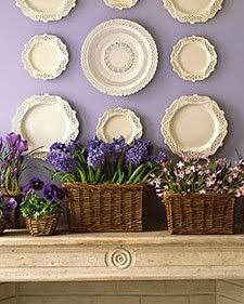 these hanging plates on the wall look great!