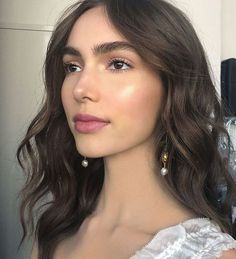 Pretty And Fresh Makup Looks For You To Start Your Year ; Makeup Looks; Fresh Makeup Looks; Makup Looks, Dark Makeup Looks, Fresh Makeup Look, Neutral Makeup Look, Minimal Makeup Look, Bridal Makeup, Wedding Makeup, Hair Wedding, Bridal Ponytail